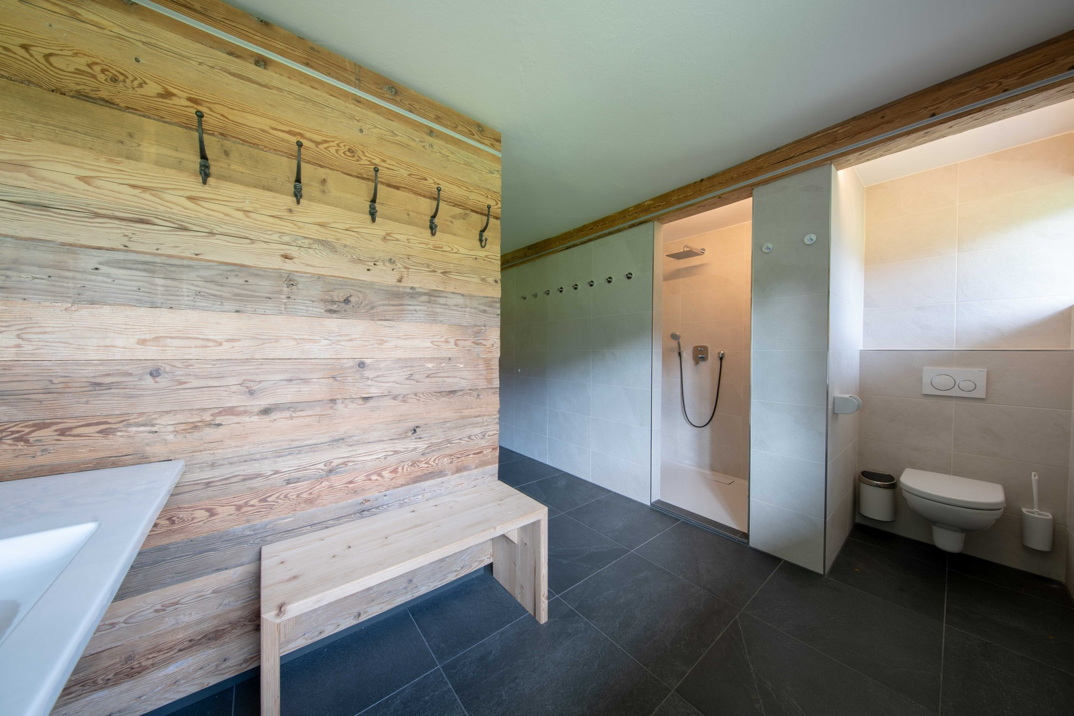 Sauna mit Blick auf die Dusche